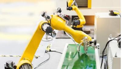 运用机器臂末端工具     克服自动化障碍