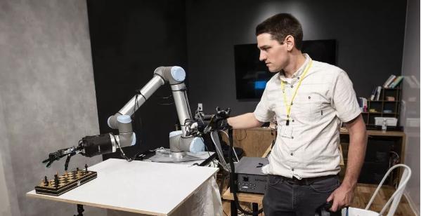 触觉!英国企业发明的世界首个触觉传输遥操作机器手