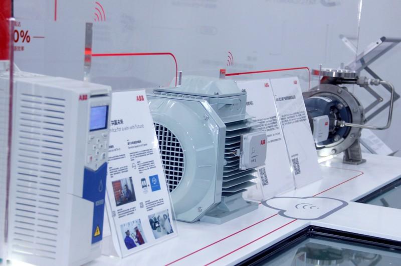 无线技术连接工厂设备,工业互联网加速工厂智能化