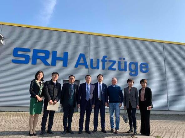 贵阳市副市长唐兴伦等一行访问森赫电梯德国子公司