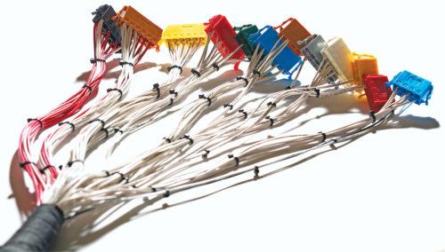 连接器机械紧固件以及电子连接器中母端公端是如何设计区分的