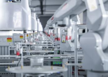 码垛机器人的出现已经取代了传统的人类劳动力
